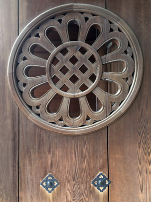 Tokyo_MeijiJinju-shrine-door_2935-small