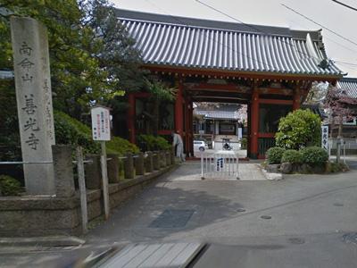 Tokyo_shrine_entrance-small