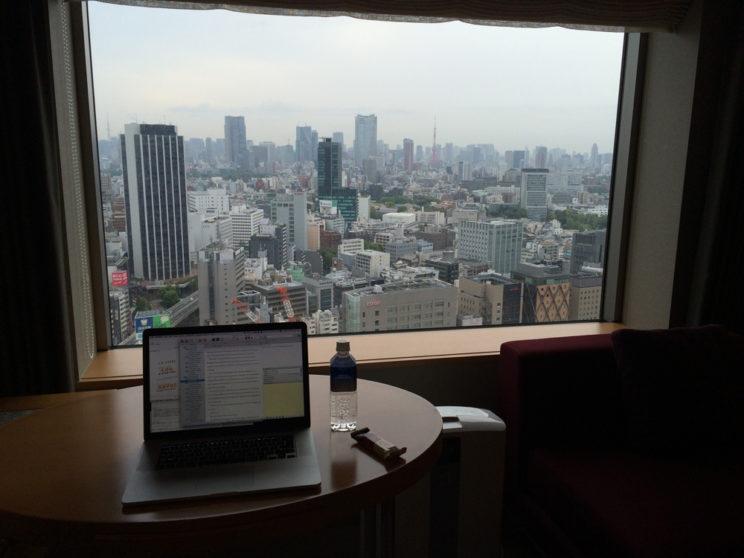 Tokyo_hotel-room-writing_2910-1k